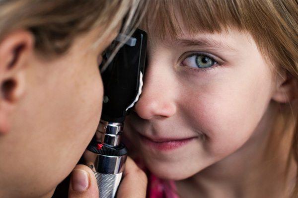 girl-getting-eye-exam