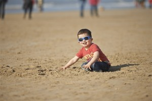 Helpful Tips for Introducing Baby to the Beach